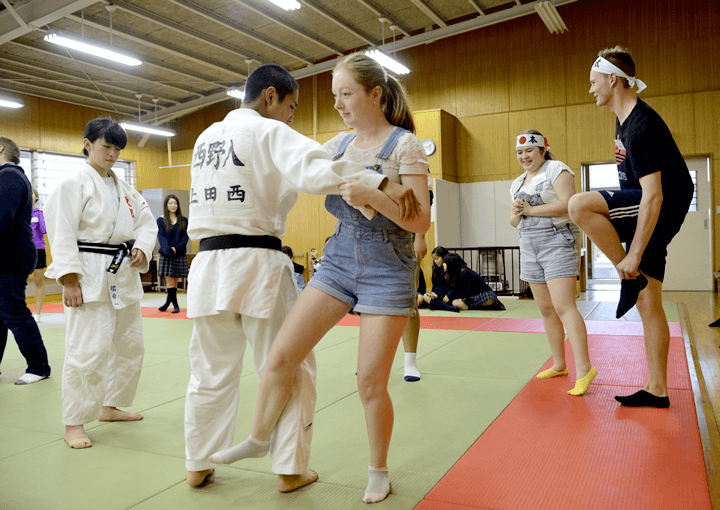 Joining in on club activities (judo)